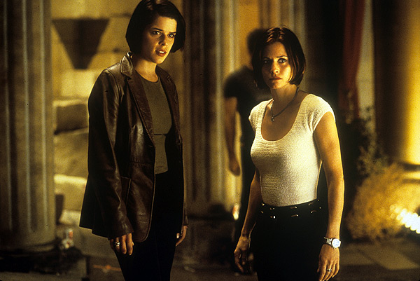 Scream 2 - Neve Campbell and Courtney Cox