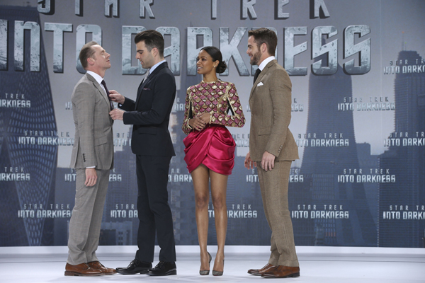 Star Trek Into Darkness - Chris Pine Simon Pegg Zoe Saldana Zachary Quinto