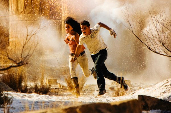 Megan Fox and Shia LaBeouf run in super slow motion in Transformers: Revenge of the Fallen