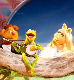 The Muppets - Fozzie Bear, Miss Piggy, Kermit the Frog F2