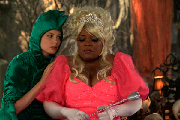 Community - Gillian Jacobs and Yvette Nicole Brown