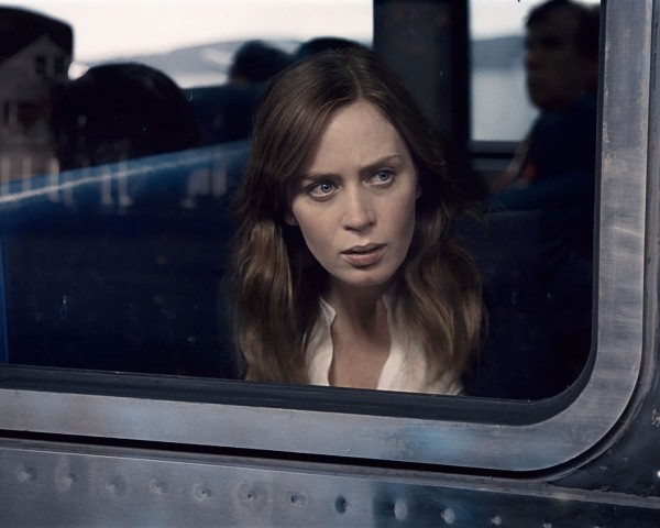 The Girl on the Train - Featured
