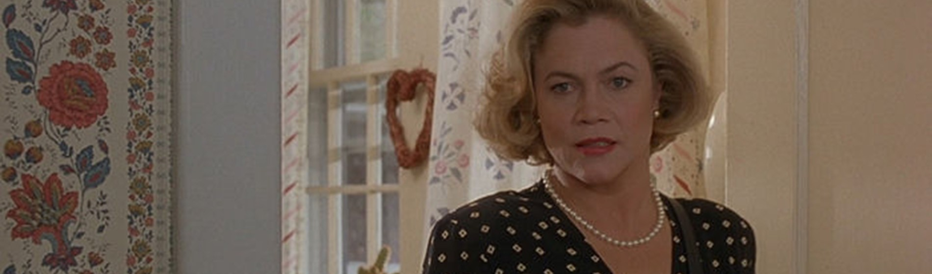 Serial Mom - Featured