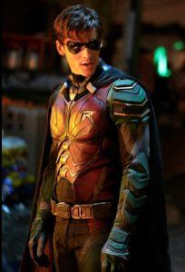 Titans-Robin-in-full-costume