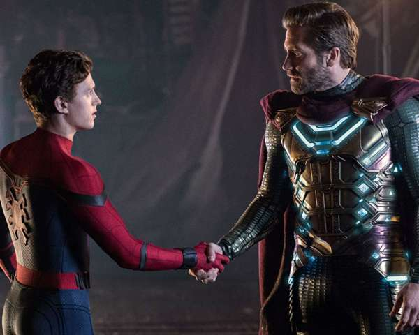 Spider-Man-Far-from-Home-Handshake