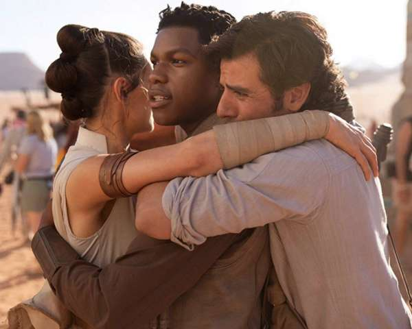 star-wars-the-rise-of-skywalker-group-hug
