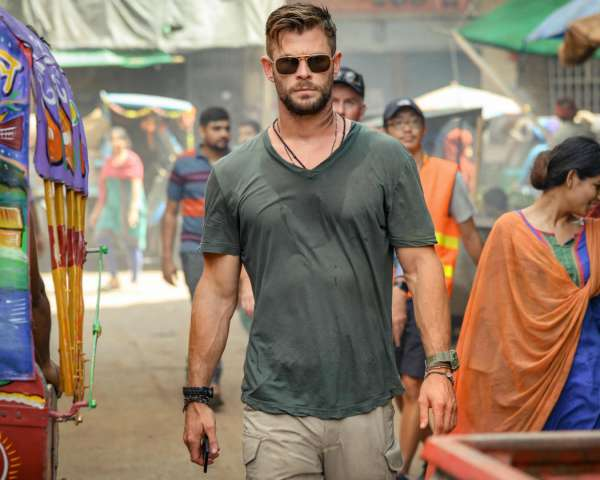 extraction-chris-hemsworth-sunglasses-feature-image